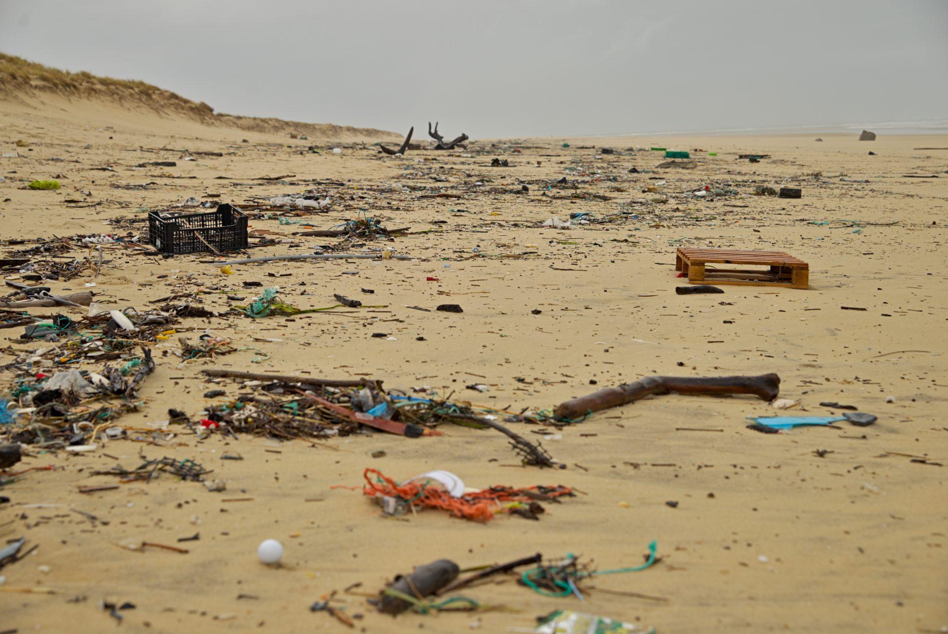 Plastic-pollution-Ocean-beach